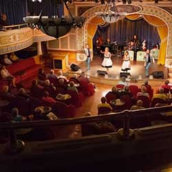<p>American Queen Steamboat Company credits much of its success to top-notch dining and entertainment. // © 2016 American Queen Steamboat...