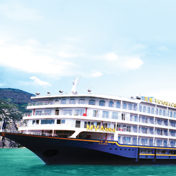 Guests can enjoy special excursions and amenities on anniversary sailings with Victoria Cruises. // © 2014 Victoria Cruises