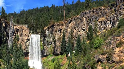 Adventurers will love the wide variety of outdoor activities in Bend, Ore., such as visitng Tumalo Falls. // © 2016 Valerie Chen 2