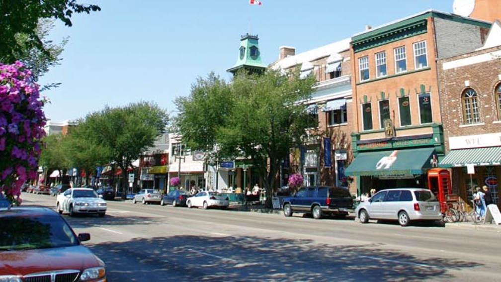 Old Strathcona features funky shops in historic buildings. // © 2013 Edmonton Tourism 3