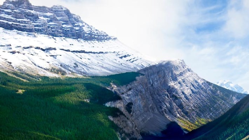 The Icefields Parkway runs through Jasper National Park. // © 2013 Thinkstock 3