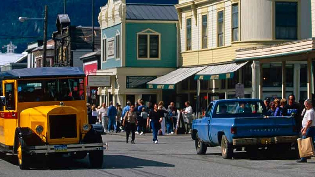 History meets humor on Skagway Street Car tours. // © 2014 Skagway Street Car Company 3