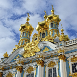 The 18th century Amber Room — looted by the Nazis and reconstructed in the late 20th century — can be seen in this building. What is this palace's name? // © 2013 Thinkstock