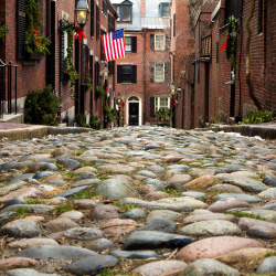 Which Boston neighborhood is known for its cobblestone streets? // © 2013 Thinkstock