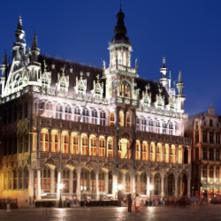 You can see this view of Brussels Town Hall from which famous square? // © 2014 Thinkstock/ Top Photo Corporation