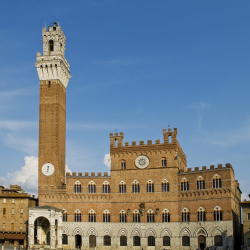 The Palio horserace is run in front of the Palazzo Pubblico in what city? // © 2014 Thinkstock/photooiasson