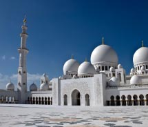 The Sheikh Zayed Grand Mosque is a must-see attraction in Abu Dhabi. // © 2012 thinkstock