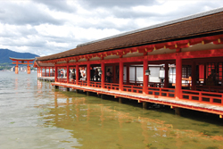 Itsukushima Shrine // (c) Scarlet Green