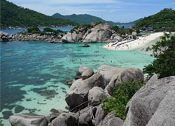 Nangyuan, Koh Tao, three islands connected by a thin strip of beach // (c) 2010 Victoria Peckham