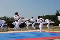 Taekwondo demonstration in Seoul, Korea // (c) 2009 Skye Mayring