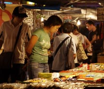 Temple Street Night Market opens at 4 p.m. daily. // © 2012 Hong Kong Tourism Board