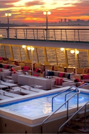The new Jacuzzi onboard the Crystal Symphony // © 2010 Crystal Cruises