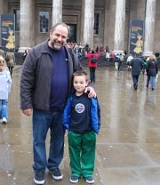 Father and son in front of the British Museum in London // © 2010 Ken Shapiro
