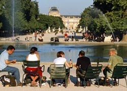 The Tuileries Gardens are located near the famous Louvre. // © Paris Convention & Visitors Bureau