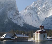 St. Bartholomew's Church is only reachable by boat.// © 2011 Bavaria Tourism/Holger Kenngott