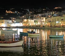 The number of visitors to Mykonos skyrockets in the summer months. // © 2012 thinkstock