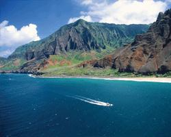 Kauai's Na Pali Coast provides a stunning backdrop for boat tours // (c) 2007