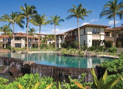 Wailea Beach Villas features a convenient location close to shopping. // © 2009