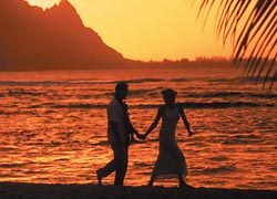 "Ever since the film ""South Pacific,"" couples have been coming to Kauai for romance. // © 2010 Kauai Visitors Bureau"