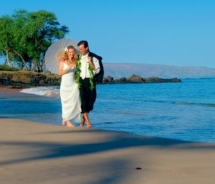 Couple on Makena Beach, Maui. // © 2011 Makena Beach & Golf Resort