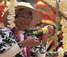 Lei-makers gather in Oahu's Kapiolani Park // © 2011 Oahu Visitors Bureau