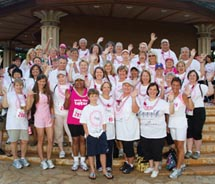 The Travel Pink! Travel Oahu team at the 2010 Susan G. Komen Race for the Cure Hawaii // © 2011 Oahu Visitors Bureau