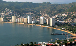 Acapulco Bay, which has triggered renewed interest in luxury hotel development. // (c) Patricia Alisau