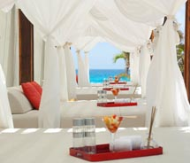 The Bali Beds at MECancun provide a prime example of the upscale nature of today's all-inclusives. // © 2011 Me lia