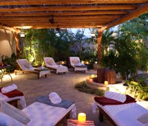 Esperanza's outdoor quiet area is especially lovely at dusk. // © 2011 Esperanza, An Auberge Resort