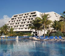 The focus of the Grand Oasis Cancun is entertainment. // © 2012 Oasis Hotels & Resorts