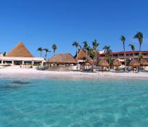 Visitors to Puerto Aventuras have a variety of accommodation options. // © 2012 Puerto Aventuras Beach, Marine & Golf Resort