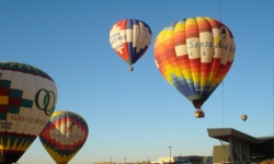 Hot air ballooning in New Mexico // (c) 2009