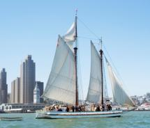 Scow Schooner Alma sails past the San Francisco skyline // (c) National Park Service