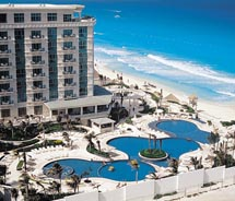Le Meridien Cancun Resort & Spa now has an all-inclusive package. // © 2011 Starwood Hotels & Resorts
