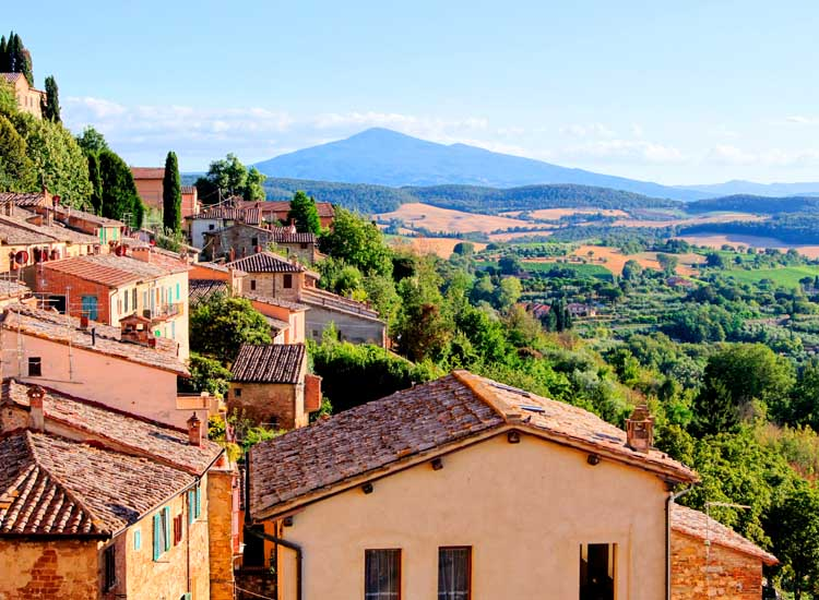 The hilltop town of Montepulciano is one of the top producers of wine in Siena, Tuscany. // (c) 2013 Thinkstock