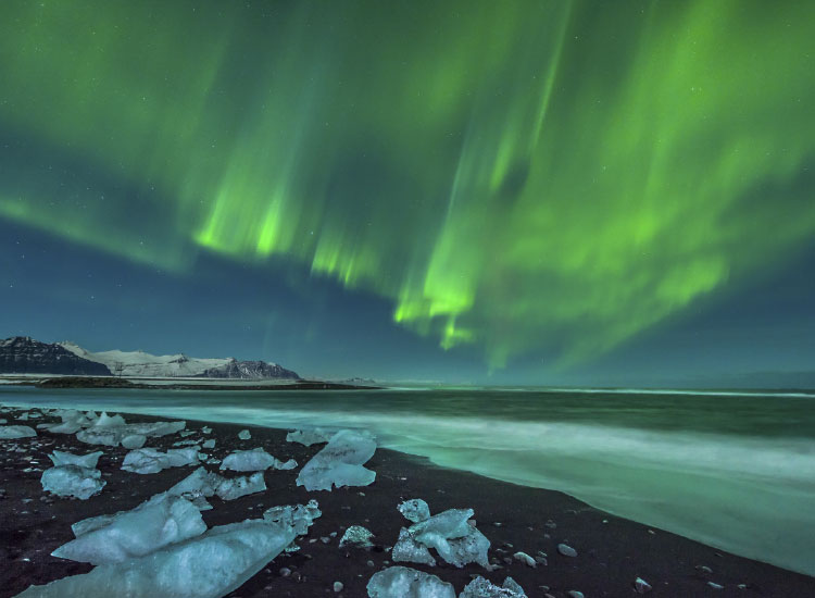 Far North sailings may occur during the Northern Lights. // © 2015 Thinkstock