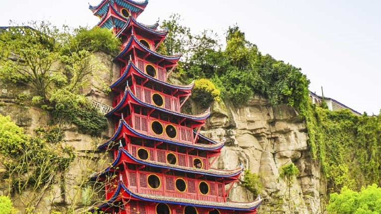 Climbing Shibaozhai Pagoda is one of the cultural highlights of a Yangtze River cruise. // © 2015 Thinkstock