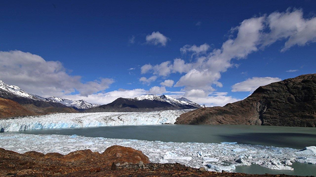 Los Glaciares National Park is known for its mountain peaks and namesake glaciers, many of which are receding. // © 2018 Mindy Poder