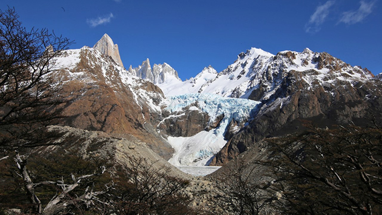 Visitors trekking to Laguna de los Tres will pass the Piedras Blancas glacier. // © 2018 Mindy Poder