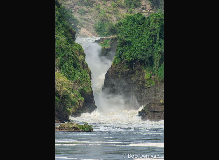 The current gets more turbulent by Murchison Falls. // (c) Bob Demyan