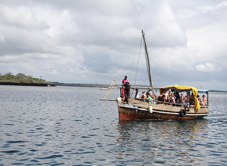 Go on a dhow excursion with Pilli Pipa for your last big Kenya adventure.  // © 2016 Megan Leader