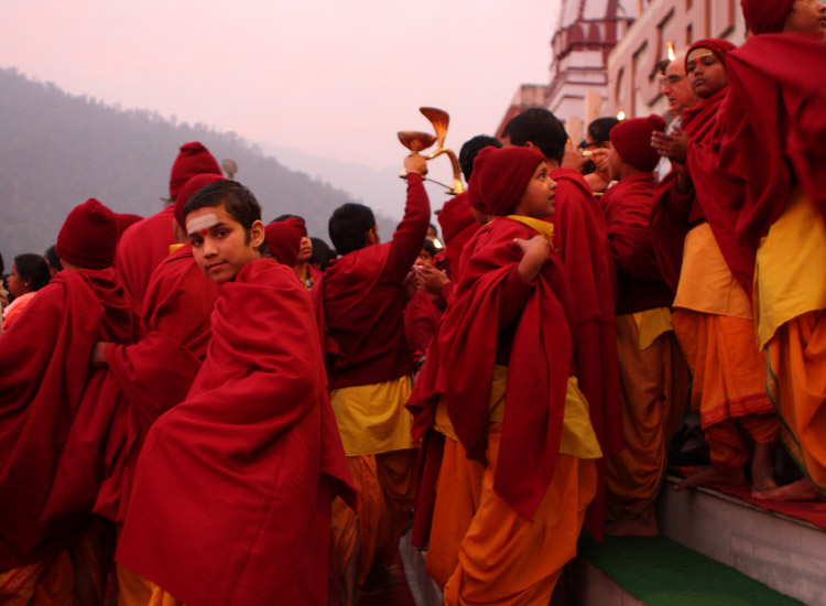 Students from the Parmarth Niketan Ashram during the daily aarti prayer on the Ganges // © 2014 Shutterstock