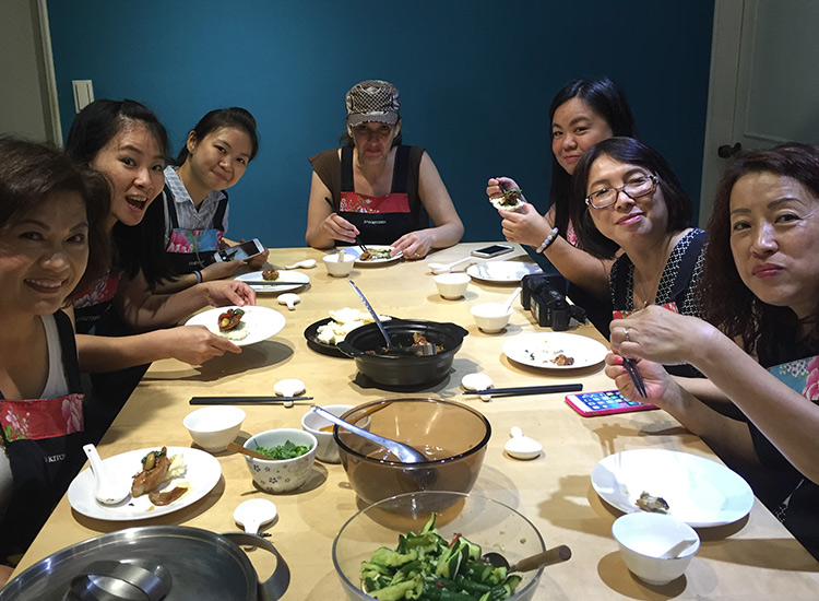 After cooking, groups can enjoy their meal together. // © 2016 Ivy's Kitchen