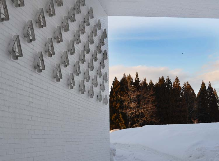 The Aomori Art Museum blends into its wintertime surroundings. // (c) 2013 Mindy Poder