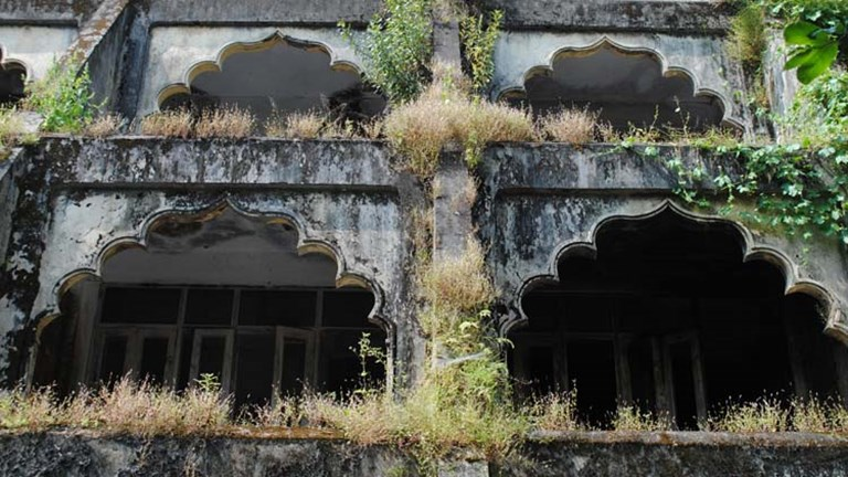The buildings of the ashram are not being preserved by the government. // © 2014 Mindy Poder