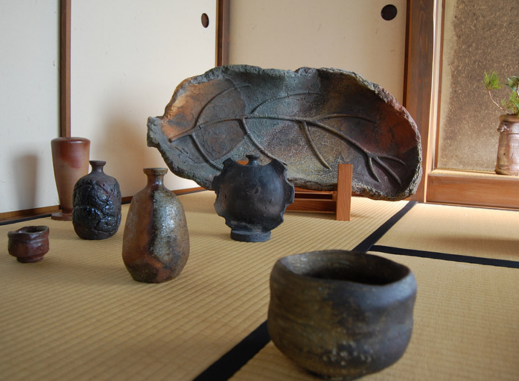 Bizen pottery dates back to medieval Japan. // © 2015 Creative Commons user hollyvandine