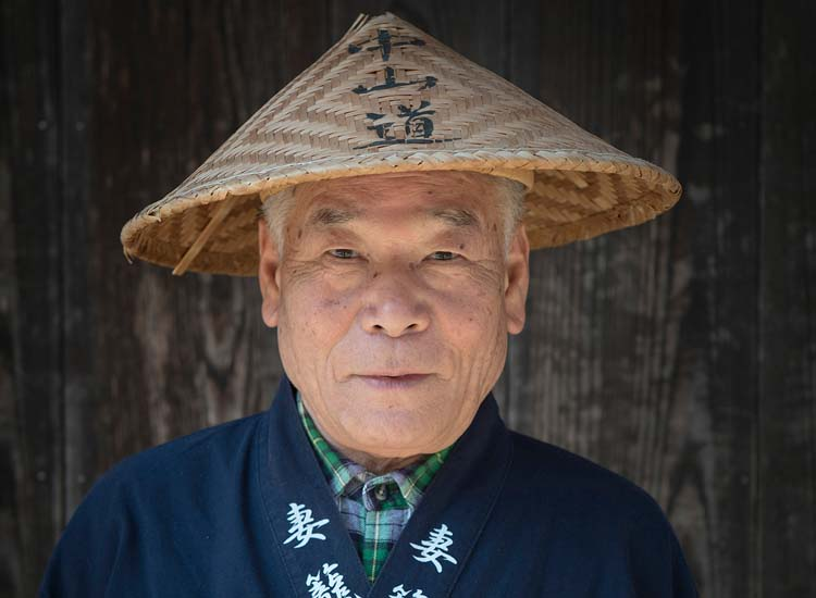 A man in traditional clothing at a tea house in Minami-Kiso-Cho serves weary travelers on the Nakasendo trail, between the post towns of Magome and Tsumago. // © 2014 Mark Edward Harris