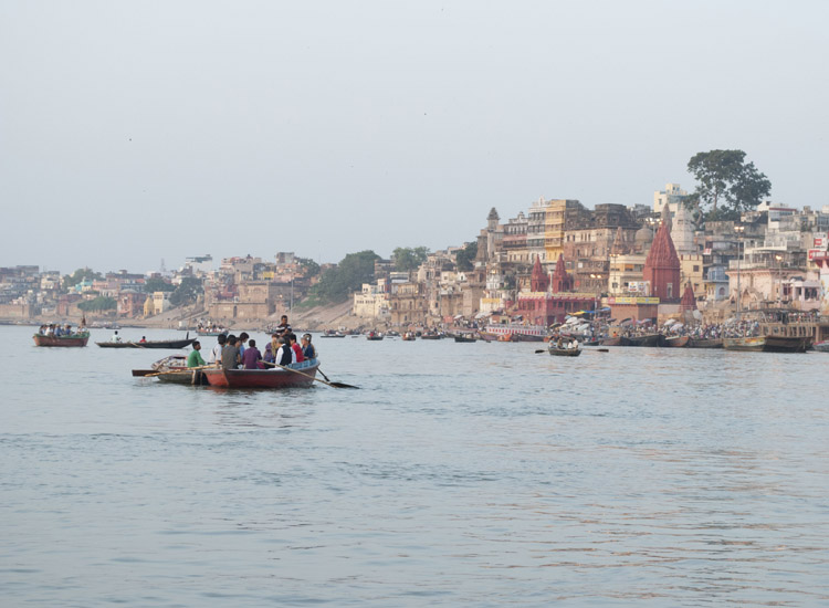 The busiest section of the long succession of ghats is around the main Dashashwamedh Ghat. // © 2014 Mindy Poder