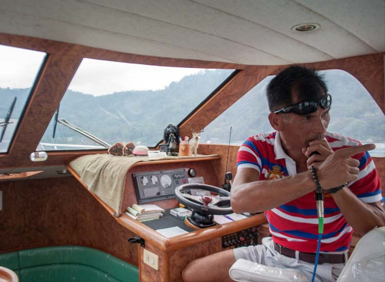 A captain shares information about the lake and its residents on a private boat ride. // © 2014 Mindy Poder