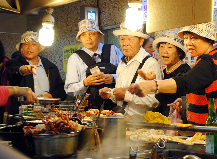 Mainland Chinese tourists make their order at the Shilin Night Market. // © 2014 Mindy Poder